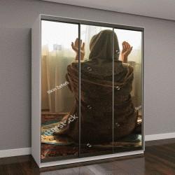 """Шкаф купе с фотопечатью """"Мусульманка молится Аллаху в комнате возле окна"""""""