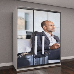 """Шкаф купе с фотопечатью """"Зрелые бизнесмен ожидает самолета в аэропорту"""""""