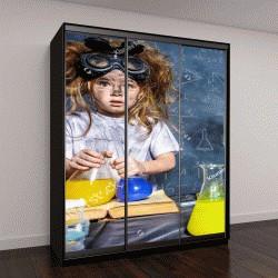 """Шкаф купе с фотопечатью """"Смешная маленькая девочка, эксперименты в лаборатории"""""""