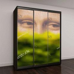 """Шкаф купе с фотопечатью """"взгляд Моны Лизы из-за кустов, большой рекламный щит в саду Тюильри """""""