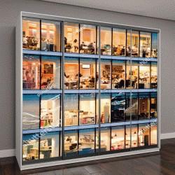 """Шкаф купе с фотопечатью """"люди работают в офисном здании в ночное время"""""""