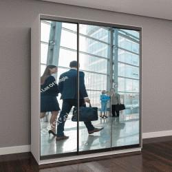"""Шкаф купе с фотопечатью """"Бизнес-люди в современном стеклянном офисе """""""