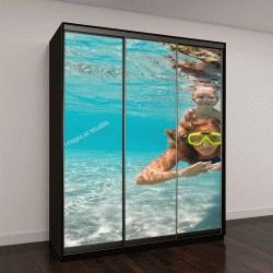 """Шкаф купе с фотопечатью """"Счастливая активная семья вместе под водой """""""