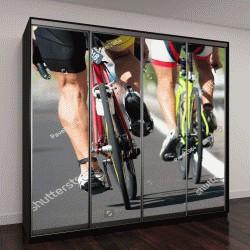 """Шкаф купе с фотопечатью """"Велосипедные гонки на высокой скорости,вид сзади"""""""