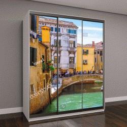 """Шкаф купе с фотопечатью """"узкий канал с гондолами в Венеции, Италия """""""