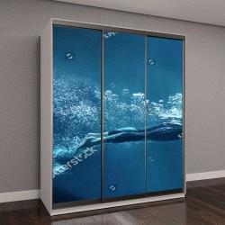 """Шкаф купе с фотопечатью """"профессиональный пловец под водой в бездне, изолированные на синем фоне"""""""