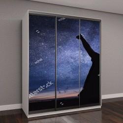 """Шкаф купе с фотопечатью """"Силуэты людей наблюдение за звездами в ночном небе"""""""