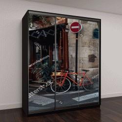 """Шкаф купе с фотопечатью """"Уютная улица со столиками кафе и старый велосипед в Париже, Франция"""""""