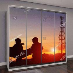 """Шкаф купе с фотопечатью """"инженер и строитель на фоне мачты телевидения на закате"""""""