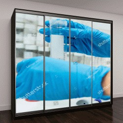 """Шкаф купе с фотопечатью """"руки в перчатках во время испытания в лаборатории биохимии """""""