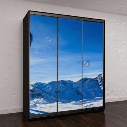 """Шкаф купе с фотопечатью """"Кататься на лыжах в зимний сезон, горы и лыжи для бэккантри оборудования на вершине заснеженной горы в солнечный день"""""""