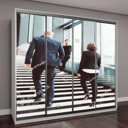 """Шкаф купе с фотопечатью """"люди идут по лестнице в стеклянном зале """""""