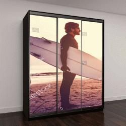 """Шкаф купе с фотопечатью """"мужчина в гидрокостюме в ожидании высокой волны на пляже """""""