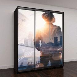 """Шкаф купе с фотопечатью """"деловой человек, стоящий спиной во время восхода солнца """""""