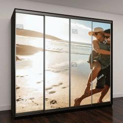 """Шкаф купе с фотопечатью """"Человек, давая контрейлерных ездить к девушке на пляже"""""""