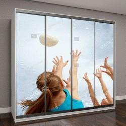 """Шкаф купе с фотопечатью """"подростки играют с мячом на фоне пасмурного неба"""""""