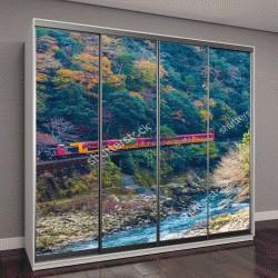 """Шкаф купе с фотопечатью """"железная дорога в красочный осенний сезон над рекой в Арасияма, Kyoyo, Япония"""""""