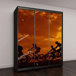 """Шкаф купе с фотопечатью """"спортивная компания на велосипедах """""""