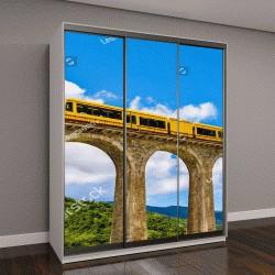 """Шкаф купе с фотопечатью """"Желтый поезд на мосту Sejourne - Франция, Восточные Пиренеи"""""""