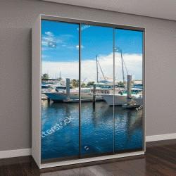 """Шкаф купе с фотопечатью """"лодки, выставленные на продажу в Форт-Лодердейл """""""