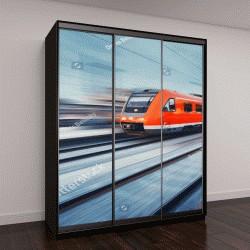 """Шкаф купе с фотопечатью """"высокоскоростной пассажирский пригородный поезд в движении у железнодорожной платформы"""""""