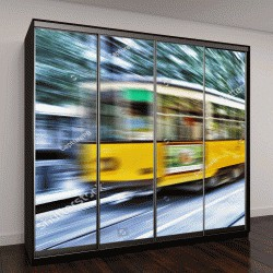 """Шкаф купе с фотопечатью """"старый винтажный трамвай в Милане, Италия"""""""