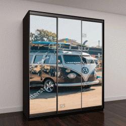 """Шкаф купе с фотопечатью """"классический фургон с доской для серфинга на стоянке """""""