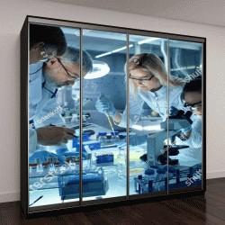 """Шкаф купе с фотопечатью """"Команда ученых работают над новым лекарством"""""""