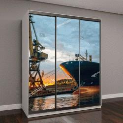 """Шкаф купе с фотопечатью """"Грузовое судно в гавани на закате"""""""