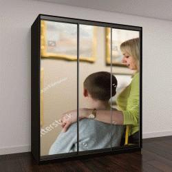 """Шкаф купе с фотопечатью """"положительные итальянский мать и сын глядя на картины в залах музея"""""""