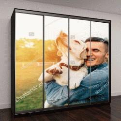 """Шкаф купе с фотопечатью """"Счастливый молодой человек, держащий собаку лабрадора в руках на закате"""""""