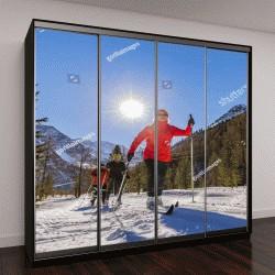 """Шкаф купе с фотопечатью """"Семья лыжников в солнечное зимнее утро """""""
