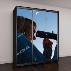 """Шкаф купе с фотопечатью """"Девушка смотрит на Луну через телескоп"""""""