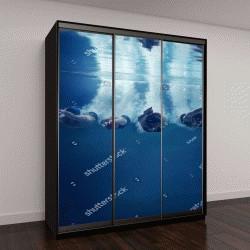 """Шкаф купе с фотопечатью """"пловцы прыгают в воду на синем фоне"""""""