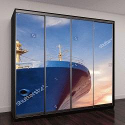 """Шкаф купе с фотопечатью """"грузовое судно крупным планом на фоне голубого неба"""""""